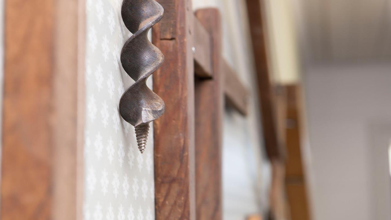 Wernerssons Snickeri tillverkar platsbyggda kök, trappor och fönster i massivt trä med modern utrustning men med hantverkskänsla.