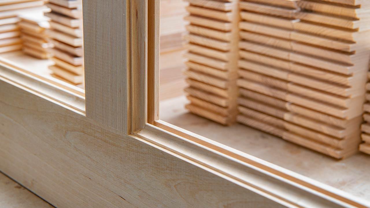 Wernerssons Snickeri tillverkar platsbyggda kök, trappor och fönster i massivt trä.