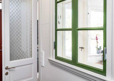 Wernerssons snickeri - vi gör platsbyggda kökslösningar, nytillverkade dörrar och fönster. Gör ett besök i vår utställning