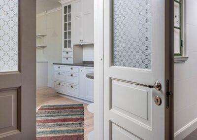 Wernerssons snickeri - vi gör platsbyggda kökslösningar i massivt trä samt dörrar och fönster. Gör ett besök i vår utställning